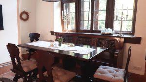 Eine gemütliche Sitzecke im Cafe